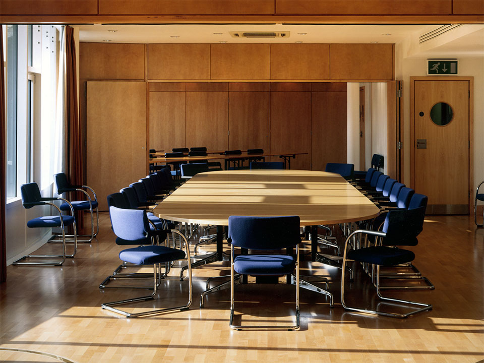 battersea-dogs-home-head-offices-02